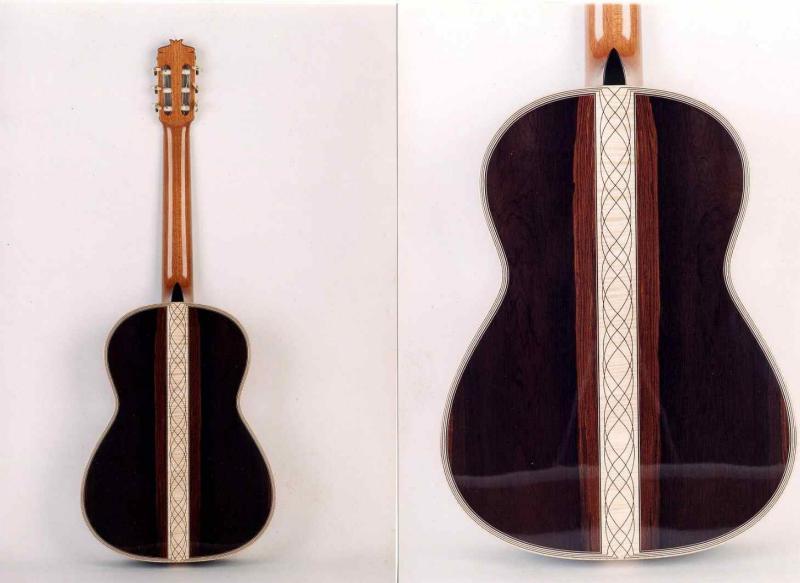 A ver qué os parecen los adornos de esta guitarra...